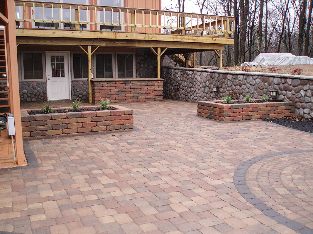 Landscape Design by Auman Landscape LLC. Installation in Fairfield County Ohio. Paver patio in Lancaster, Ohio. Paver Patio and planter beds. Grill Island with Edington Stone.